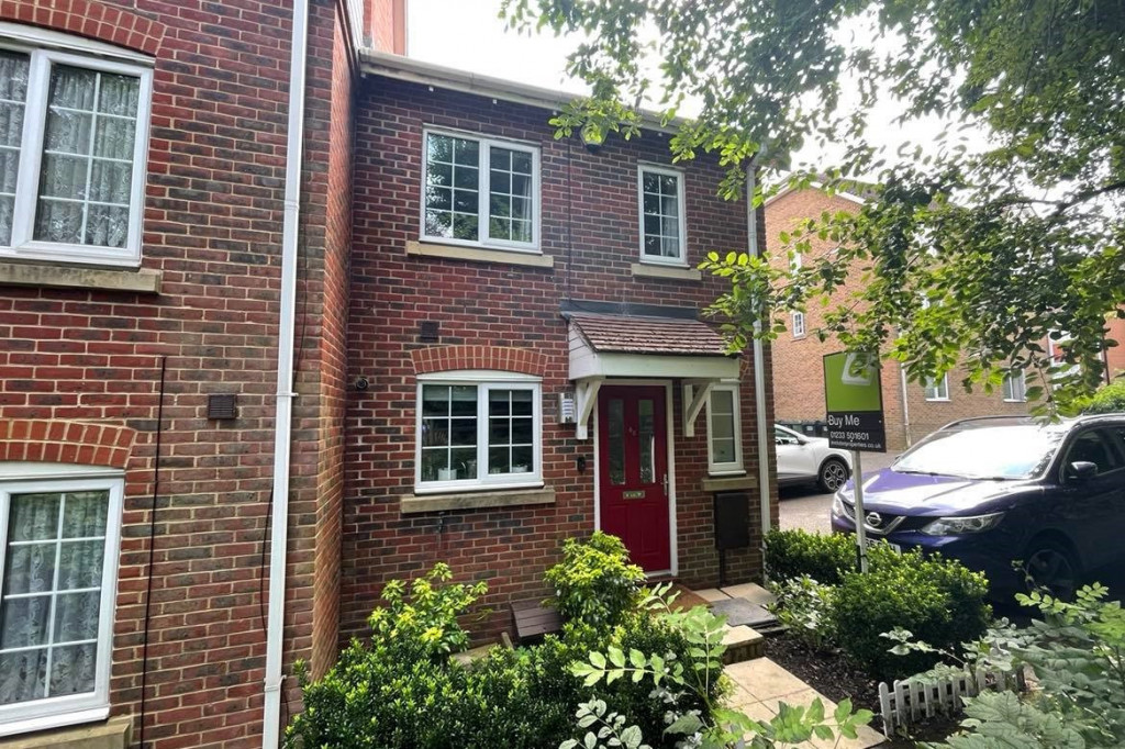 3 bed end of terrace house for sale in Swaffer Way, Singleton, Ashford - Property Image 1