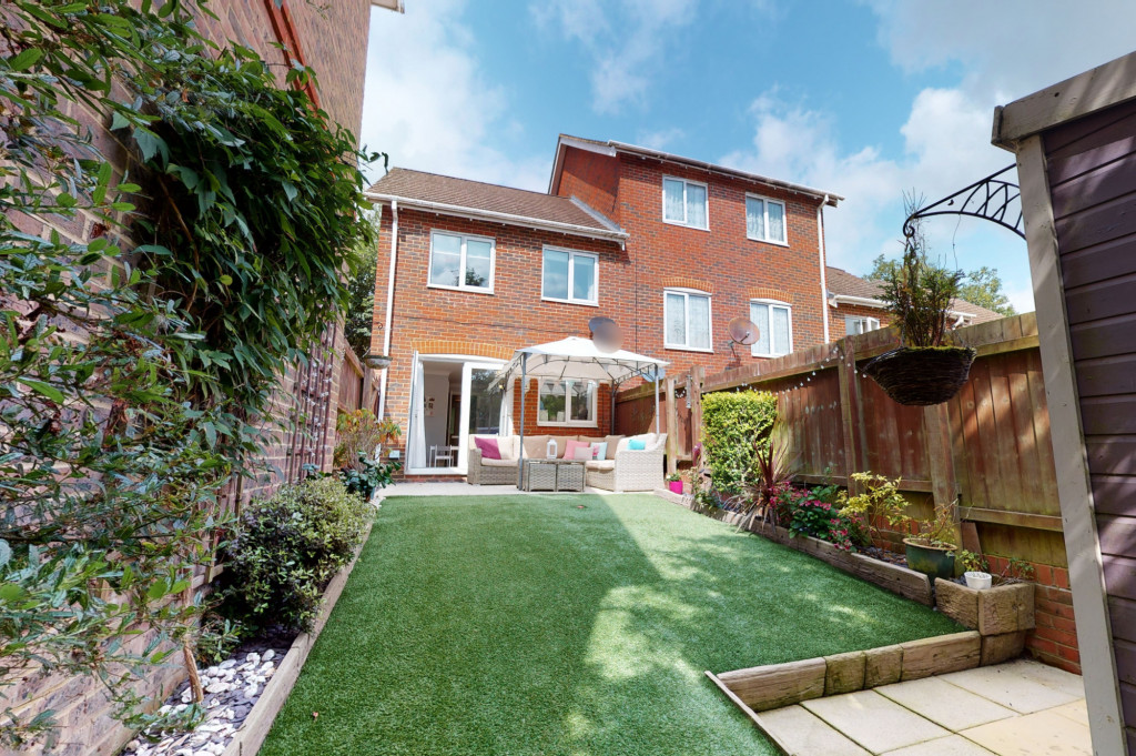 3 bed end of terrace house for sale in Swaffer Way, Singleton, Ashford  - Property Image 11