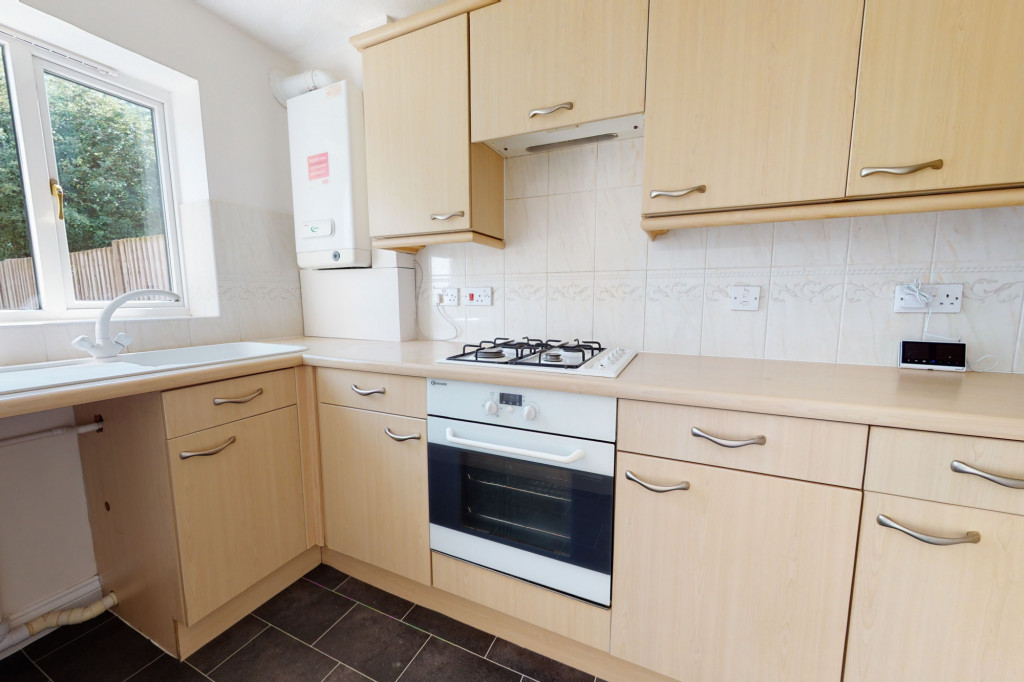 2 bed semi-detached house to rent in Manor House Drive, Ashford 5