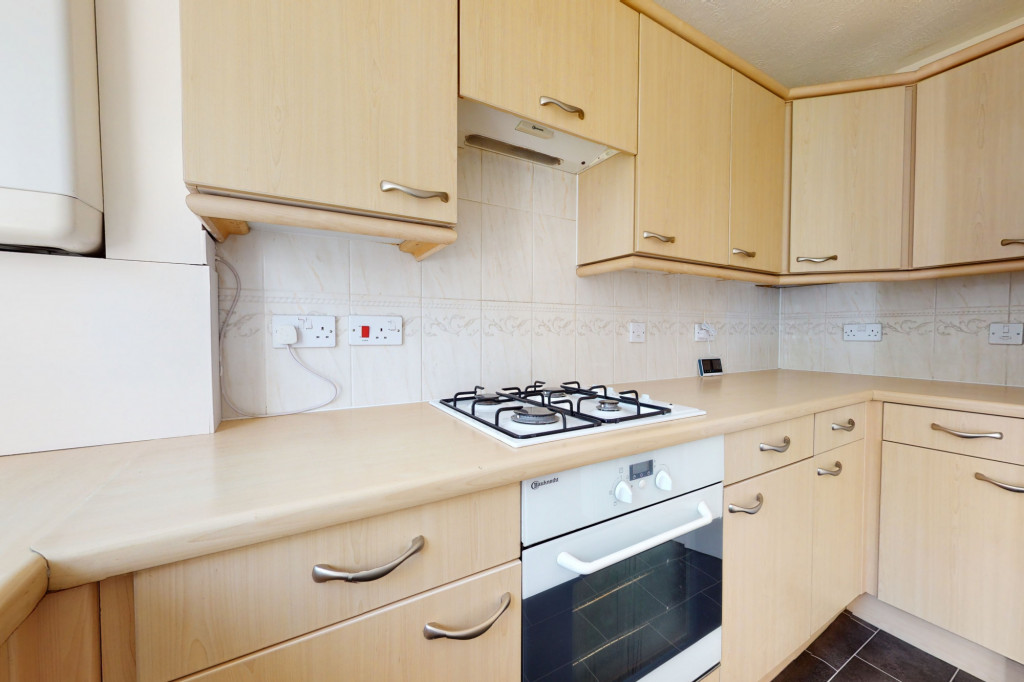 2 bed semi-detached house to rent in Manor House Drive, Ashford 6