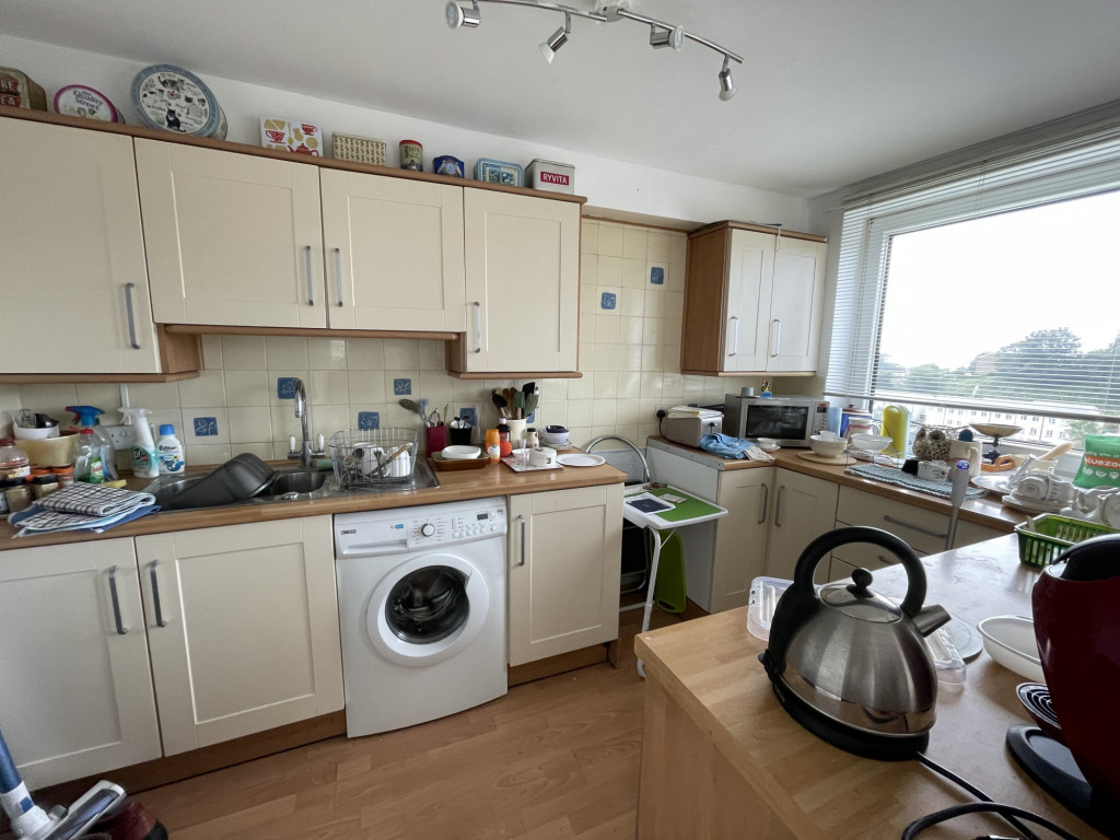2 bed apartment for sale in Collingwood Court, Collingwood Rise, Folkestone 4