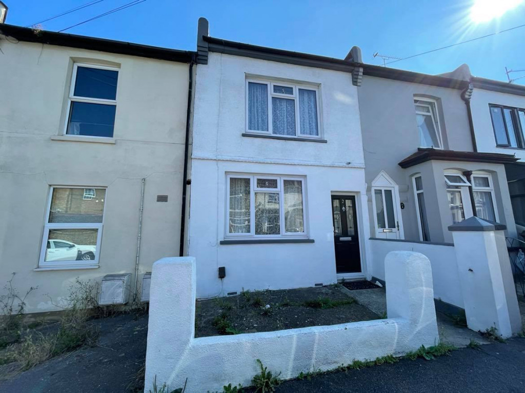 2 bed terraced house to rent in Chaucer Road, Gillingham 0