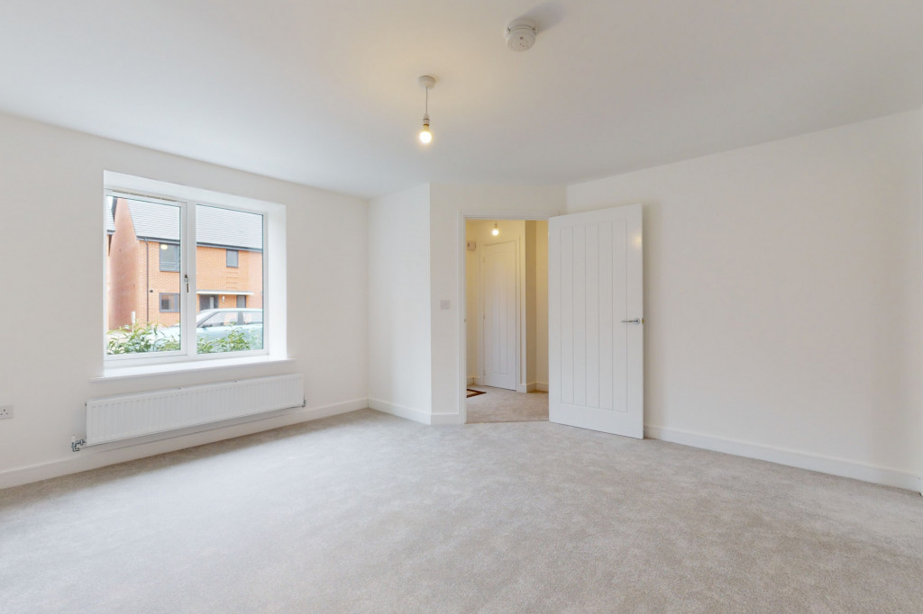 3 bed semi-detached house to rent in Heritage Road, Ashford 1