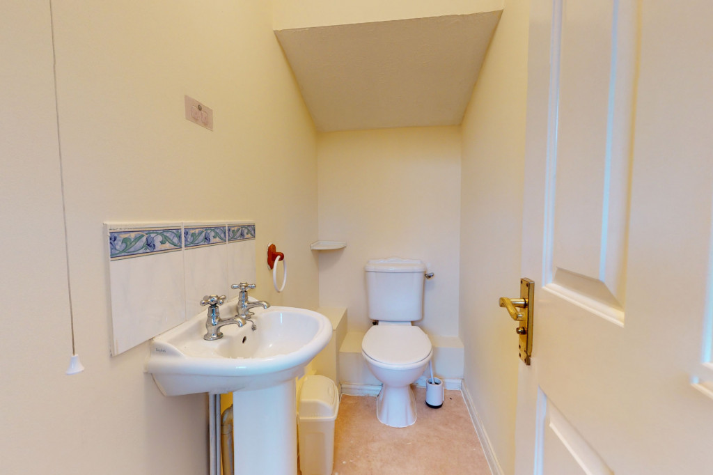 3 bed link detached house for sale in Roman Way, Ashford, Ashford 4