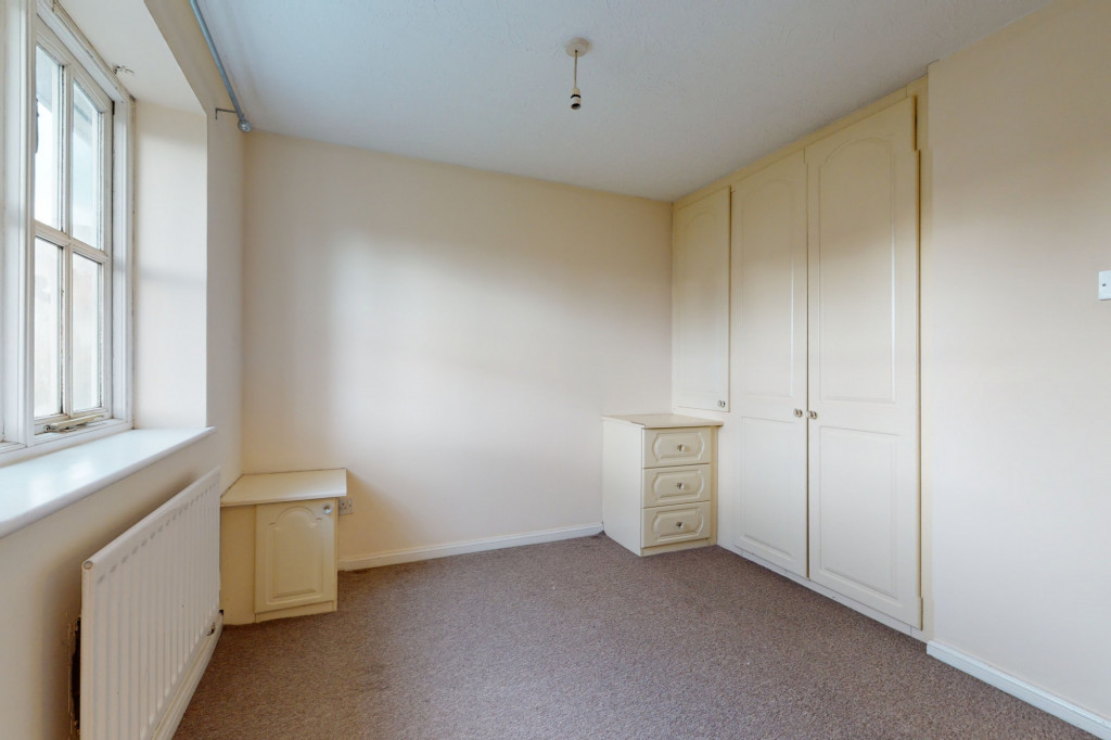 3 bed link detached house for sale in Roman Way, Ashford, Ashford 6