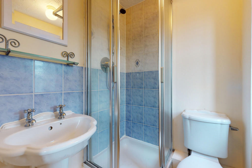 3 bed link detached house for sale in Roman Way, Ashford, Ashford 7