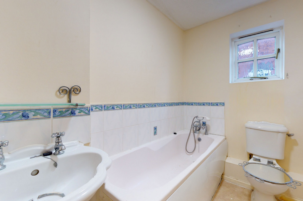 3 bed link detached house for sale in Roman Way, Ashford, Ashford 10