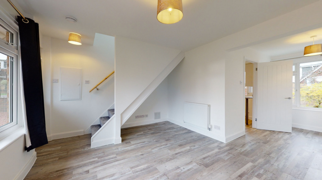2 bed semi-detached house to rent in Beaver Lane, Ashford 1