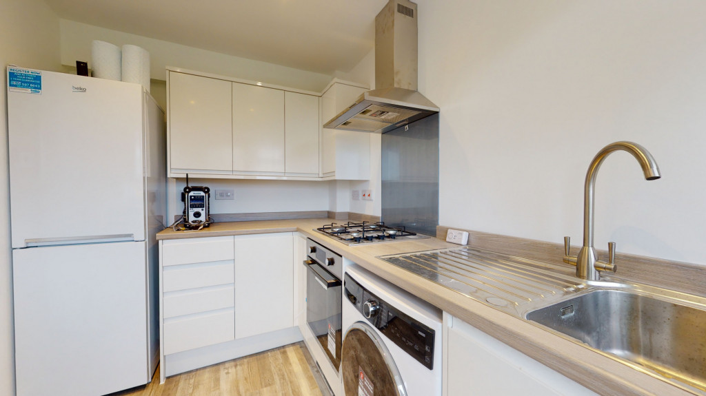 2 bed semi-detached house to rent in Beaver Lane, Ashford 2