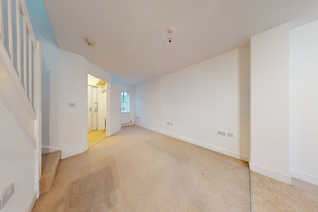 2 bed end of terrace house to rent in Violet Way, Ashford 2
