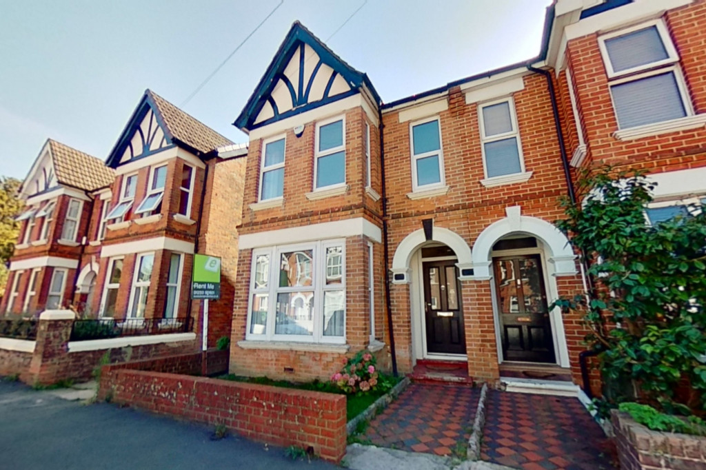 3 bed semi-detached house to rent in Western Avenue, Ashford 0