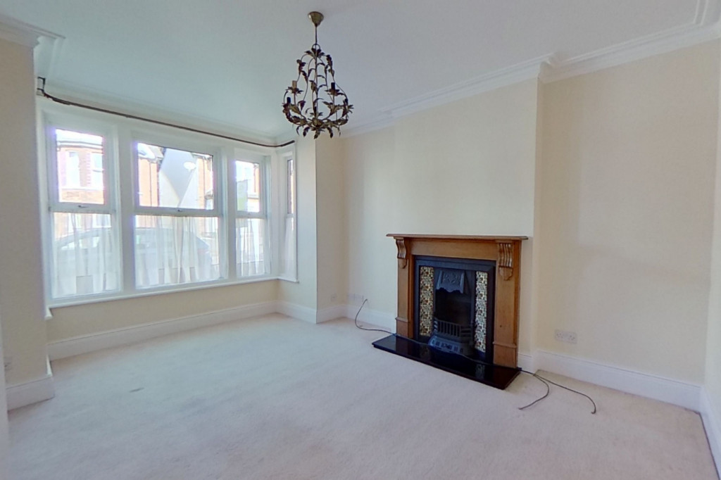 3 bed semi-detached house to rent in Western Avenue, Ashford 1