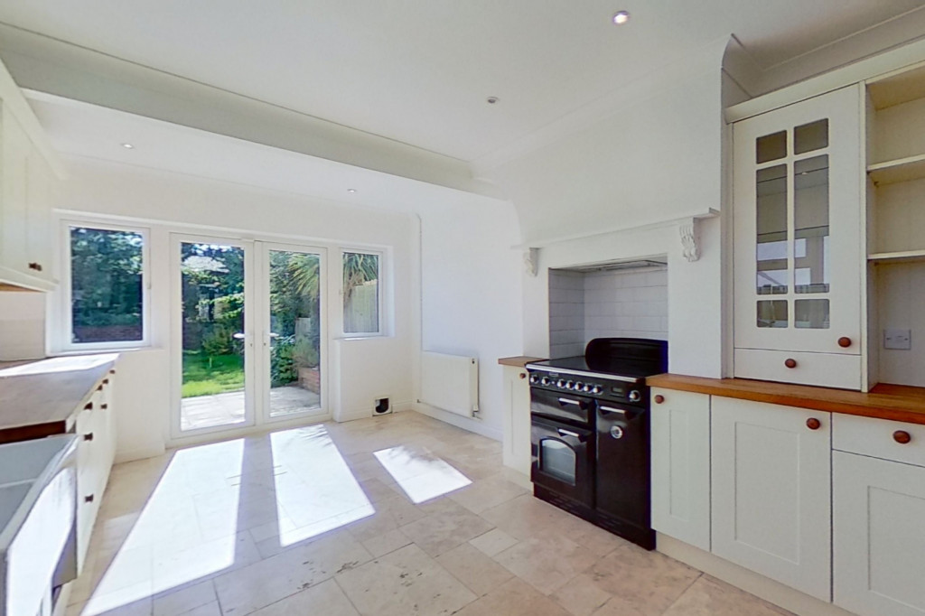 3 bed semi-detached house to rent in Western Avenue, Ashford 3