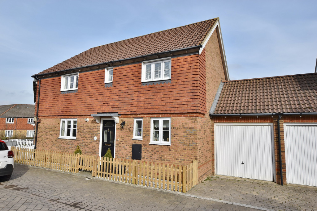 3 bed end of terrace house to rent in Running Foxes Lane, Singleton, Ashford  - Property Image 1