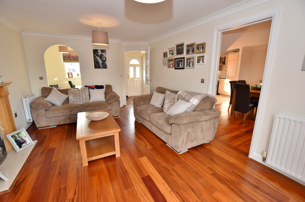 3 bed end of terrace house to rent in Running Foxes Lane, Singleton, Ashford  - Property Image 3