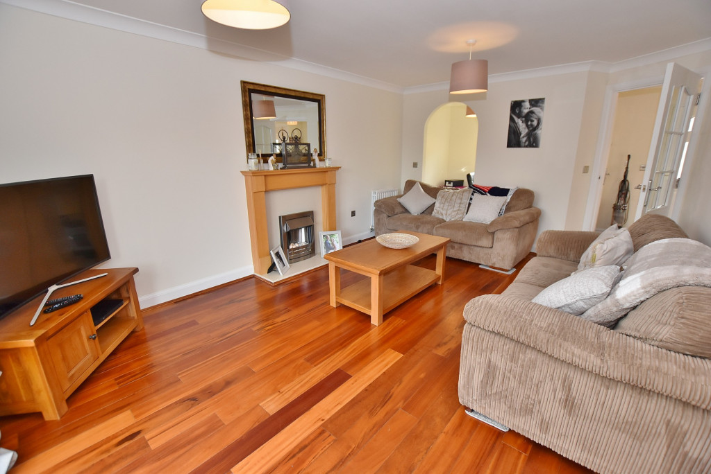 3 bed end of terrace house to rent in Running Foxes Lane, Singleton, Ashford  - Property Image 4