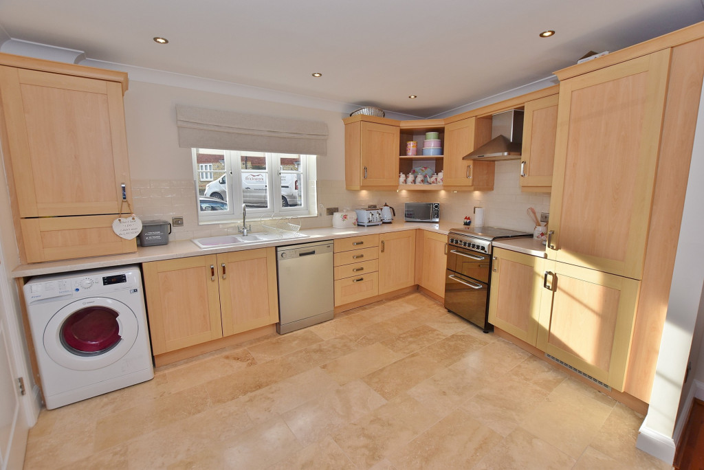 3 bed end of terrace house to rent in Running Foxes Lane, Singleton, Ashford  - Property Image 5