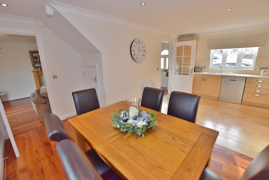 3 bed end of terrace house to rent in Running Foxes Lane, Singleton, Ashford 5