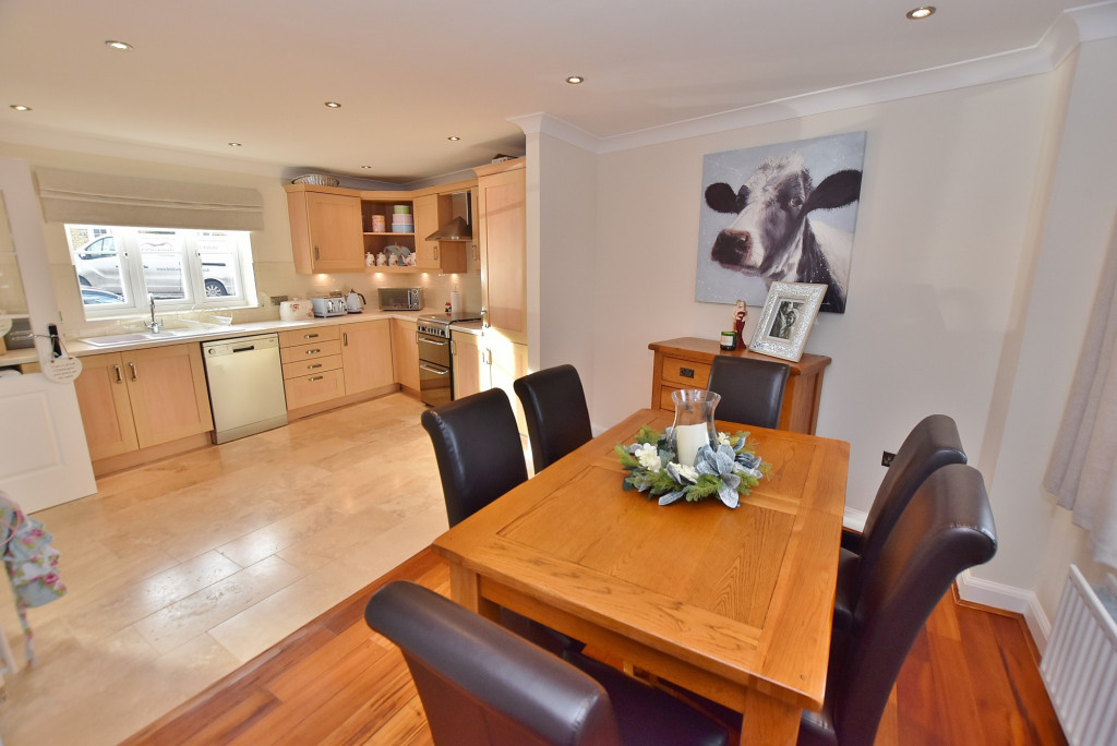 3 bed end of terrace house to rent in Running Foxes Lane, Singleton, Ashford  - Property Image 7
