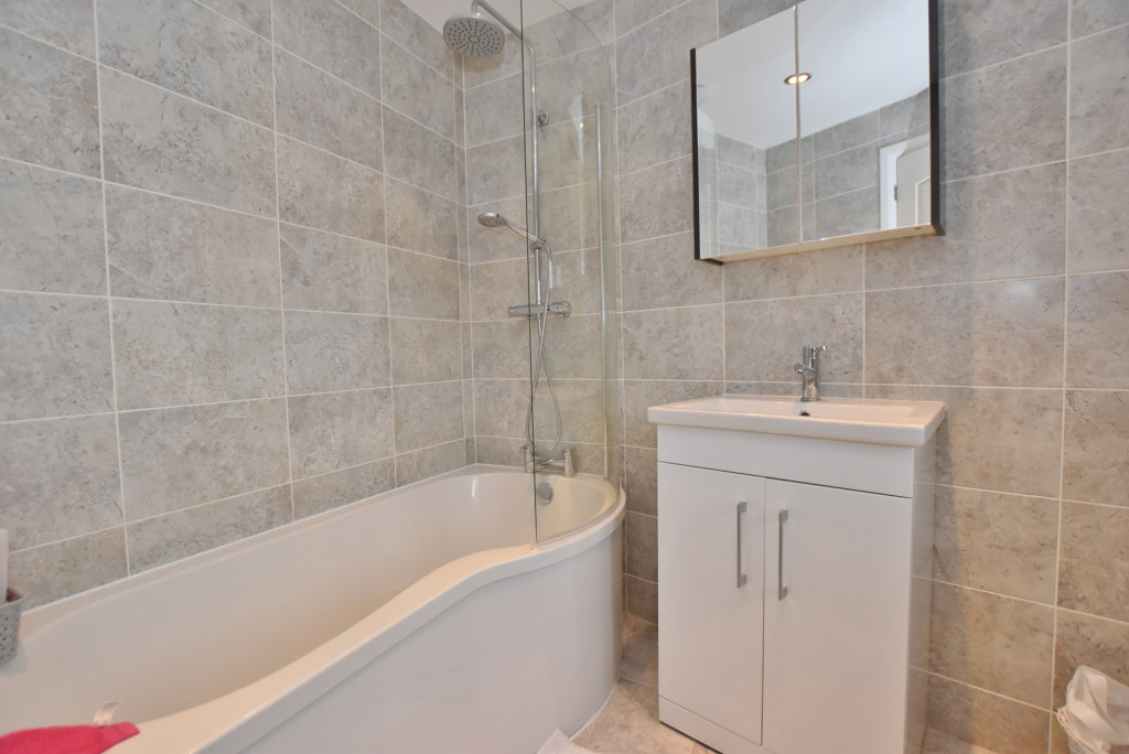 3 bed end of terrace house to rent in Running Foxes Lane, Singleton, Ashford  - Property Image 11