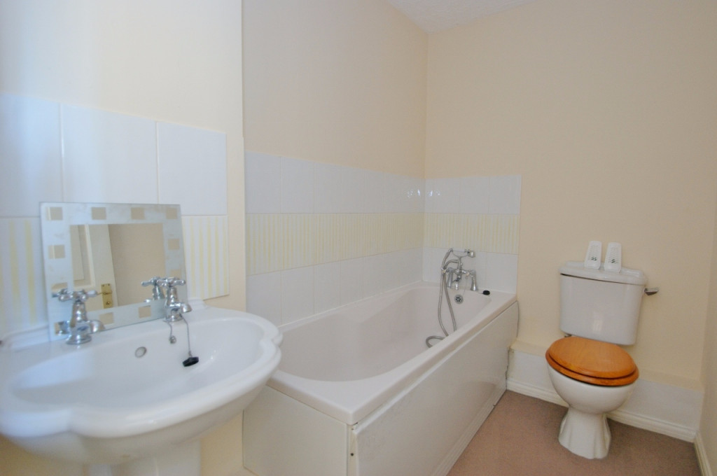 3 bed terraced house for sale in Smithy Drive, Kingsnorth, Ashford  - Property Image 8