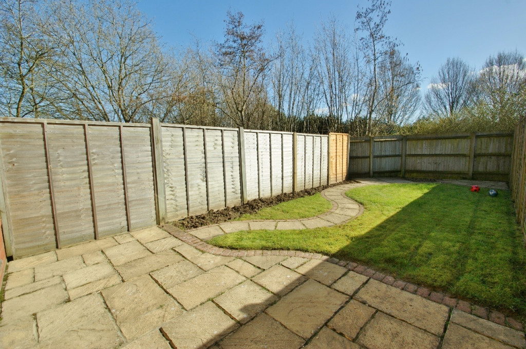 3 bed terraced house for sale in Smithy Drive, Kingsnorth, Ashford  - Property Image 9