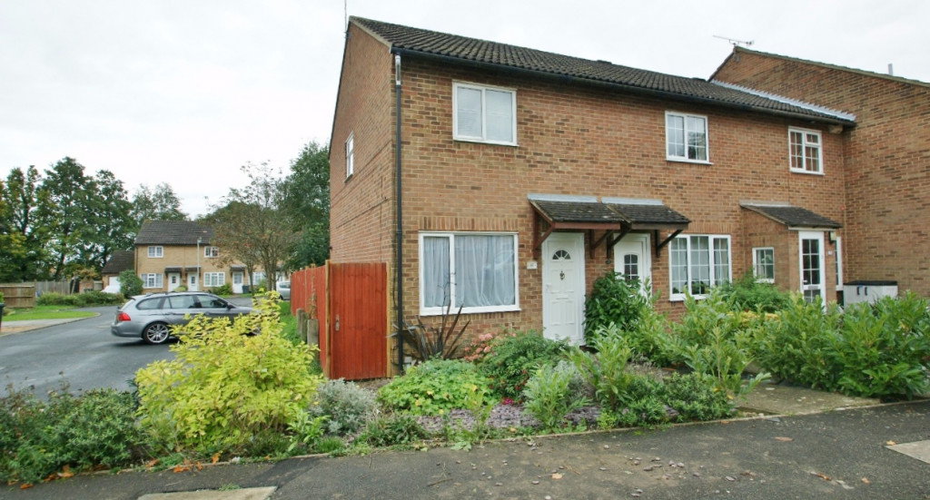 2 bed terraced house to rent in Falcon Way, Ashford 0