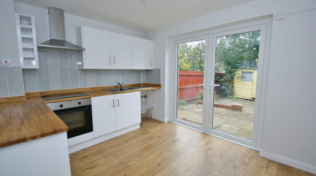 2 bed terraced house to rent in Falcon Way, Ashford 1