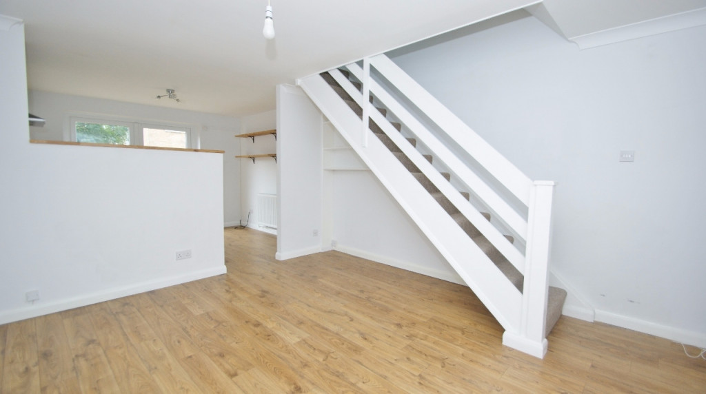 2 bed terraced house to rent in Falcon Way, Ashford 2