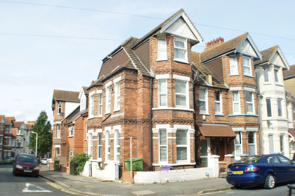 1 bed flat to rent in Broadmead Road, Folkestone  - Property Image 1