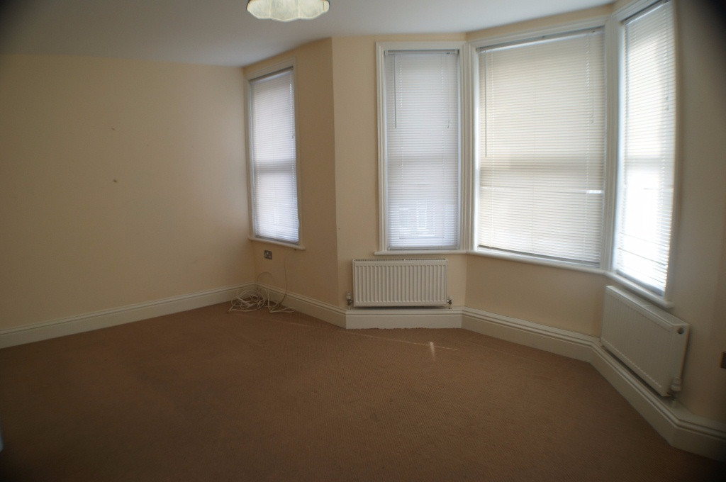 1 bed flat to rent in Broadmead Road, Folkestone 2
