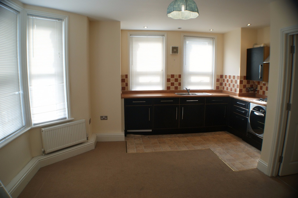 1 bed flat to rent in Broadmead Road, Folkestone 3