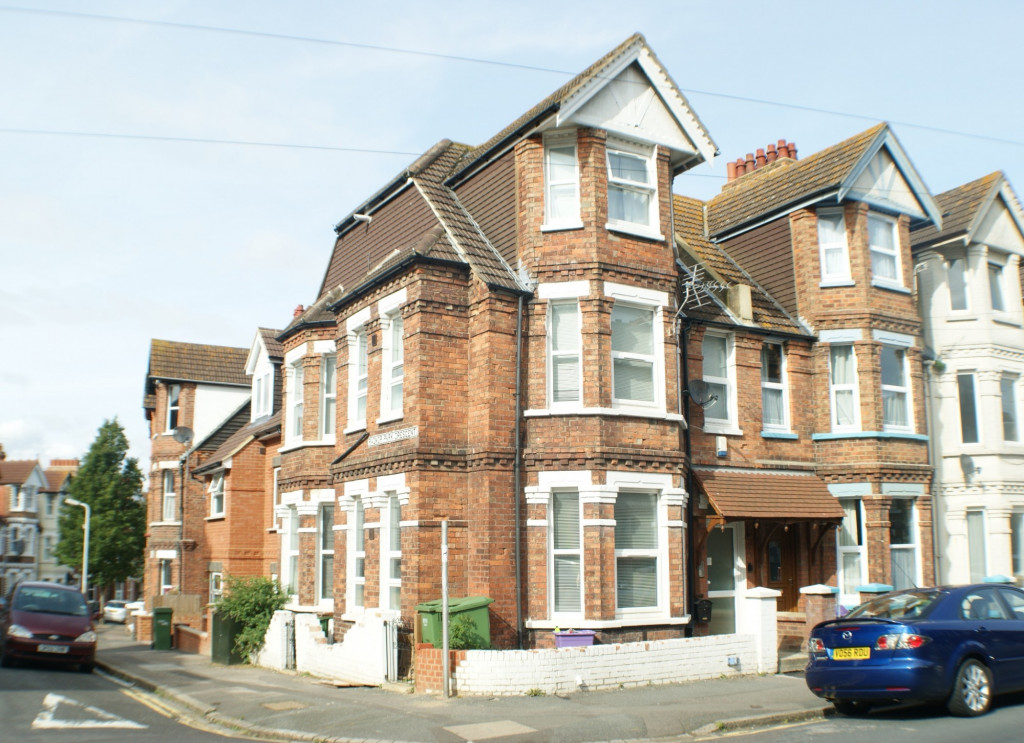1 bed studio flat to rent in Broadmead Road, Folkestone - Property Image 1