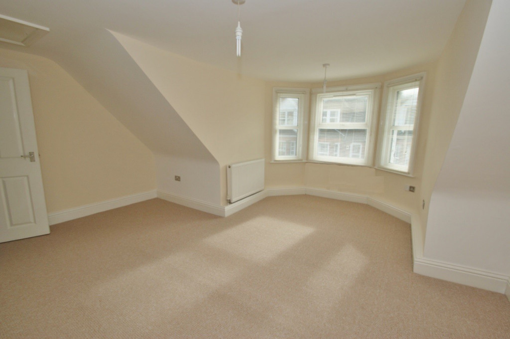 1 bed studio flat to rent in Broadmead Road, Folkestone  - Property Image 2