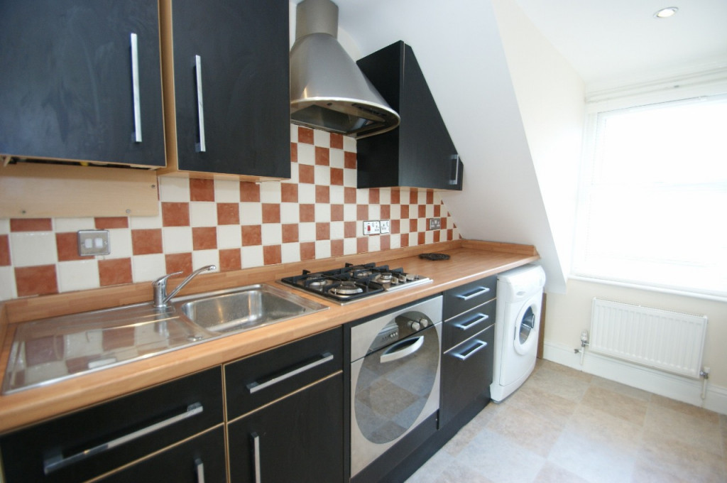 1 bed studio flat to rent in Broadmead Road, Folkestone  - Property Image 3