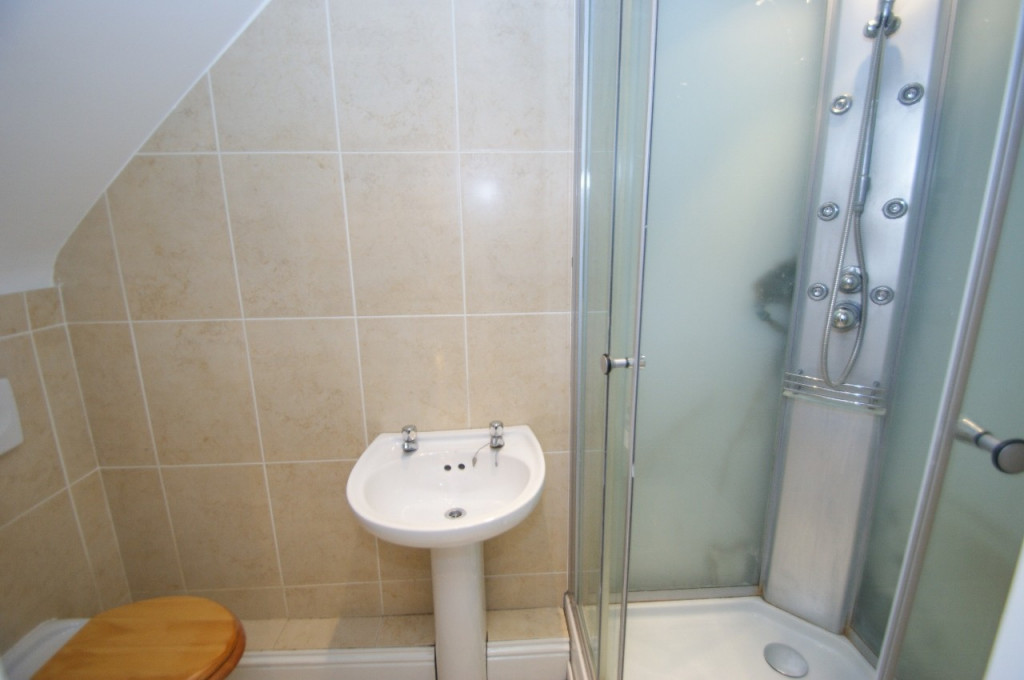 1 bed studio flat to rent in Broadmead Road, Folkestone  - Property Image 4