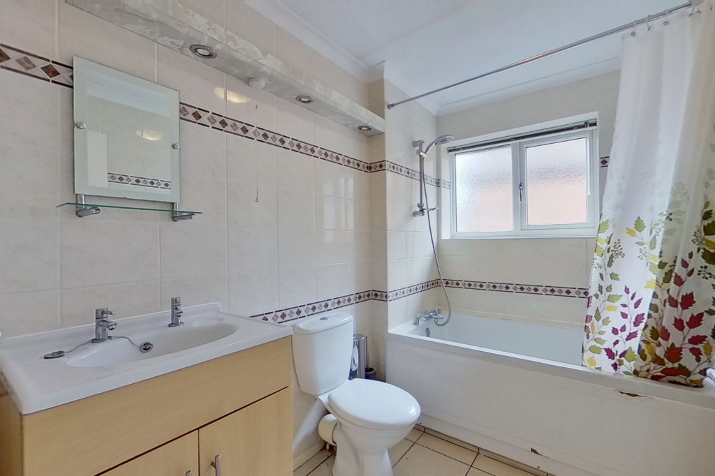 4 bed detached house to rent in Upton Close, Broadmead Village, Folkestone 10