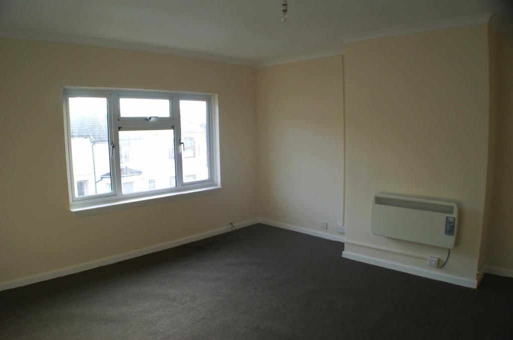 2 bed maisonette to rent in Denmark Street, Folkestone 1