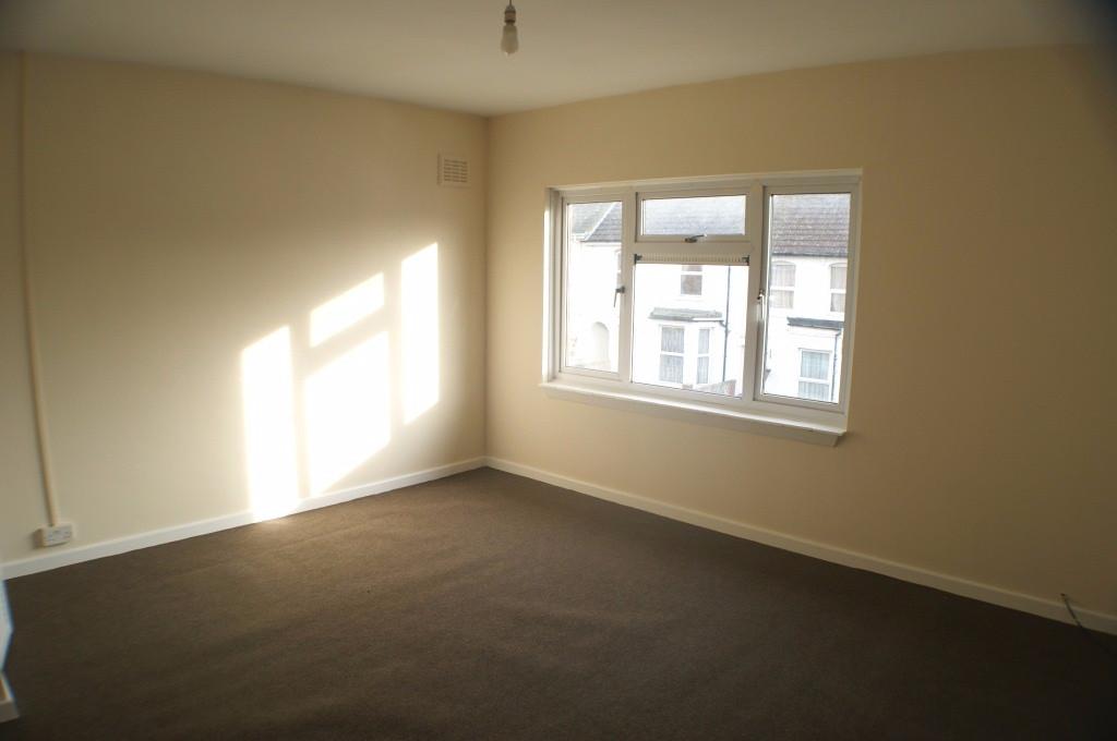 2 bed maisonette to rent in Denmark Street, Folkestone 3