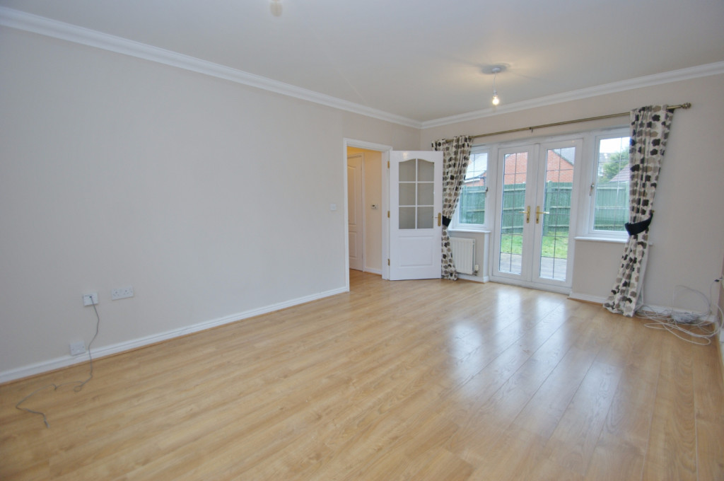 4 bed semi-detached house to rent in Richborough Way, Kingsnorth, Ashford 1