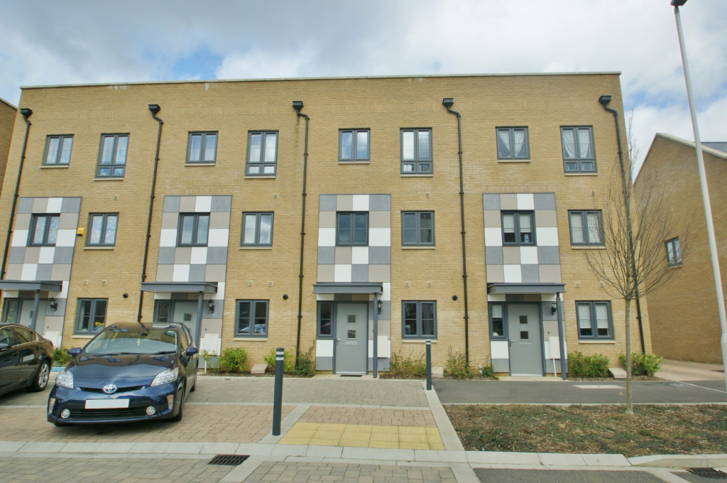 3 bed town house to rent in Samuel Peto Way, Ashford  - Property Image 1