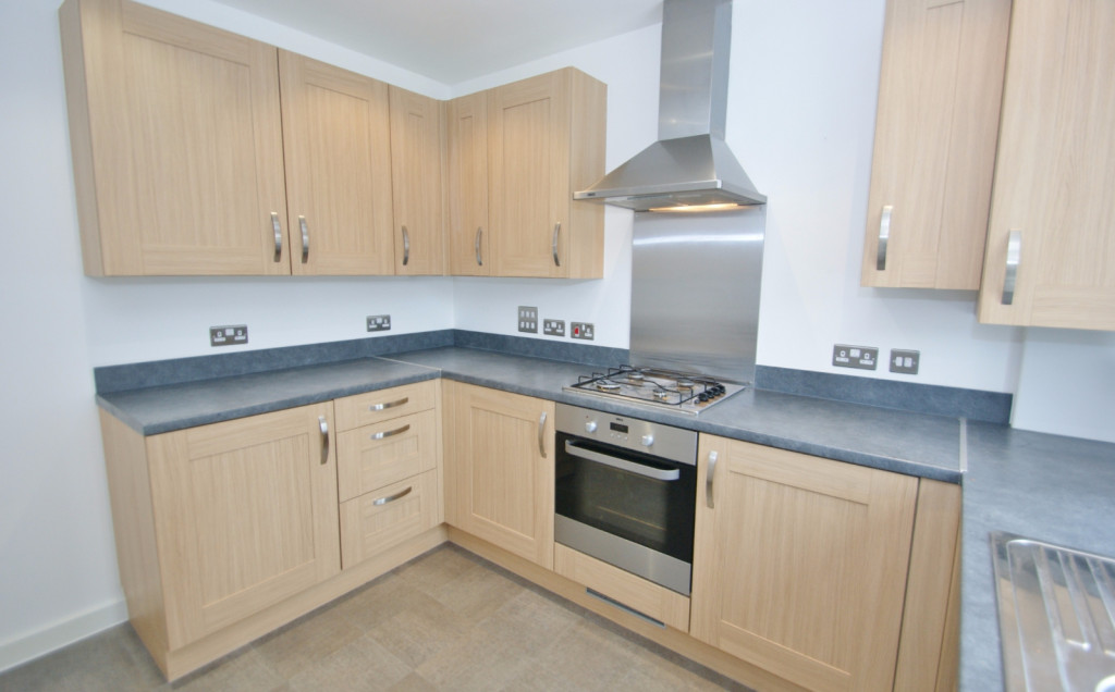 3 bed town house to rent in Samuel Peto Way, Ashford  - Property Image 3