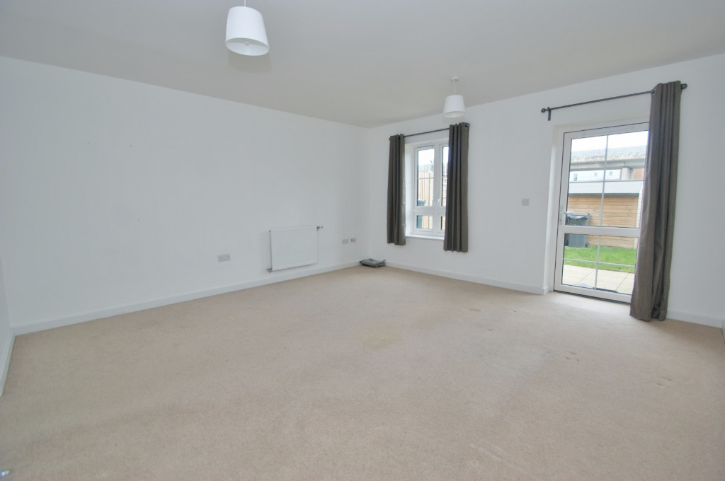 3 bed town house to rent in Samuel Peto Way, Ashford 3