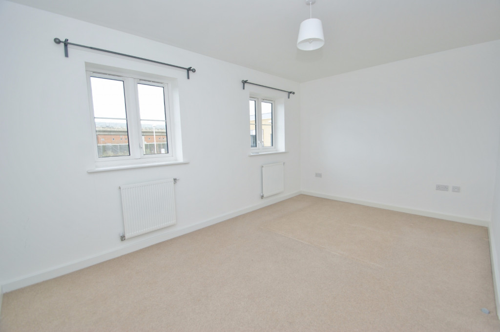 3 bed town house to rent in Samuel Peto Way, Ashford  - Property Image 5