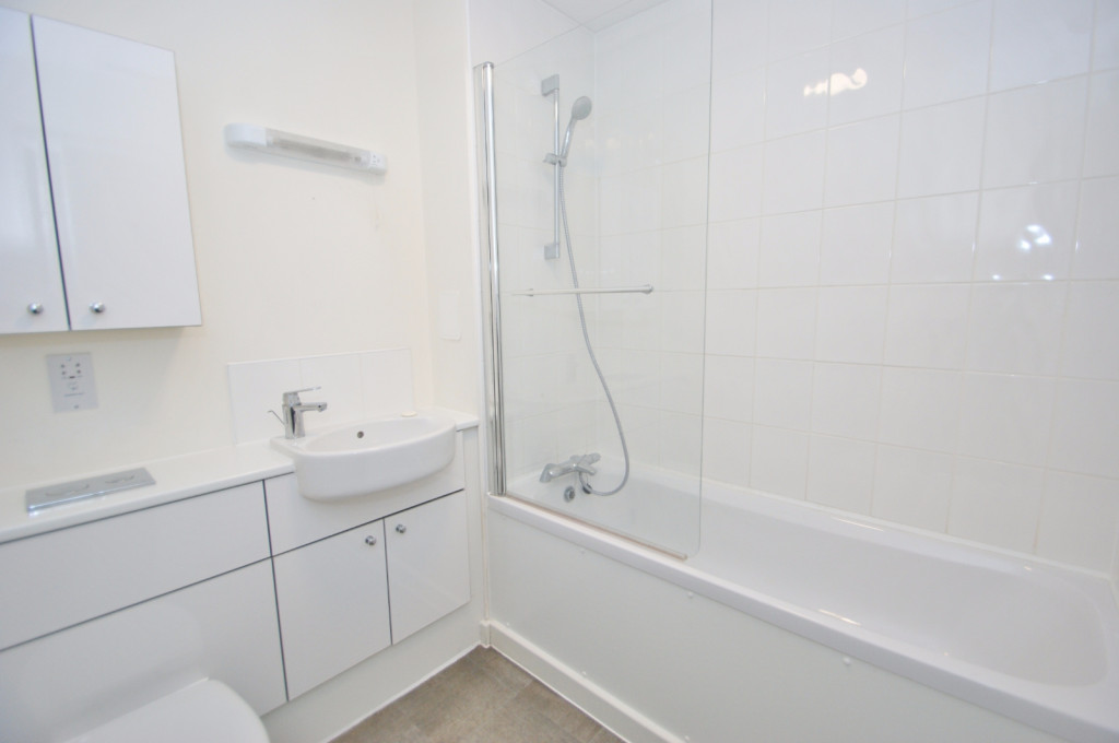 3 bed town house to rent in Samuel Peto Way, Ashford  - Property Image 6