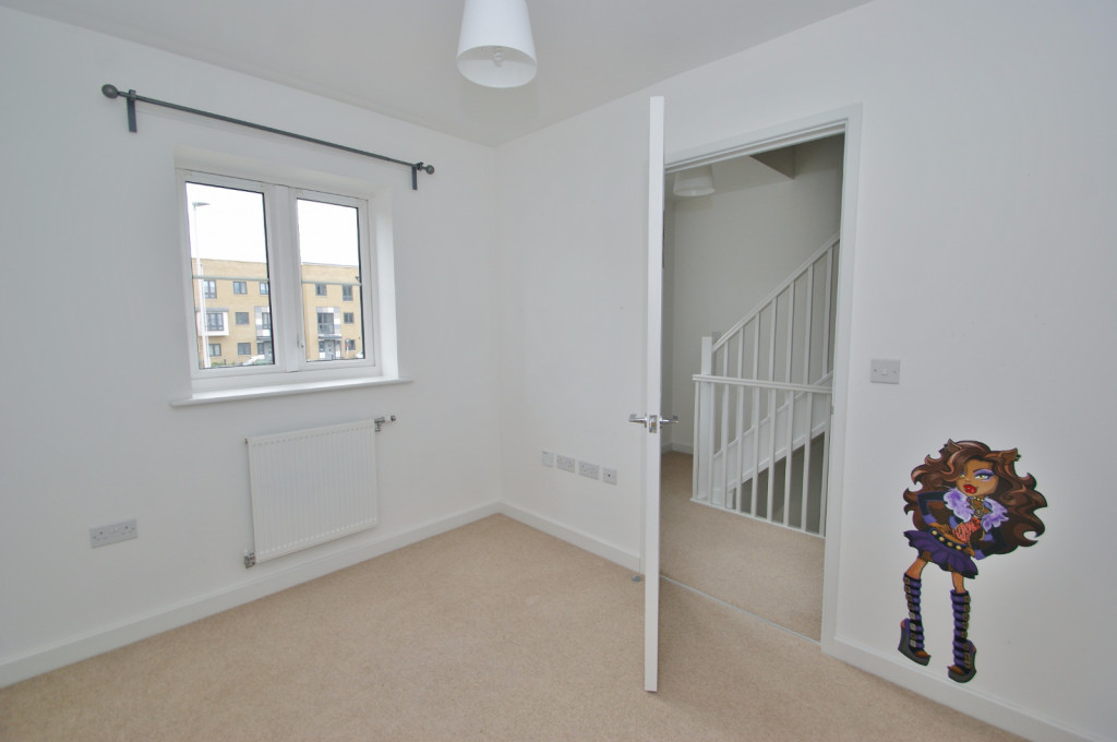 3 bed town house to rent in Samuel Peto Way, Ashford  - Property Image 7