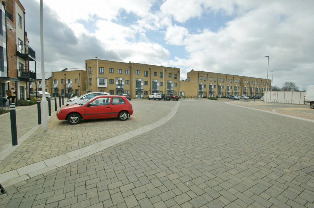 3 bed town house to rent in Samuel Peto Way, Ashford  - Property Image 10