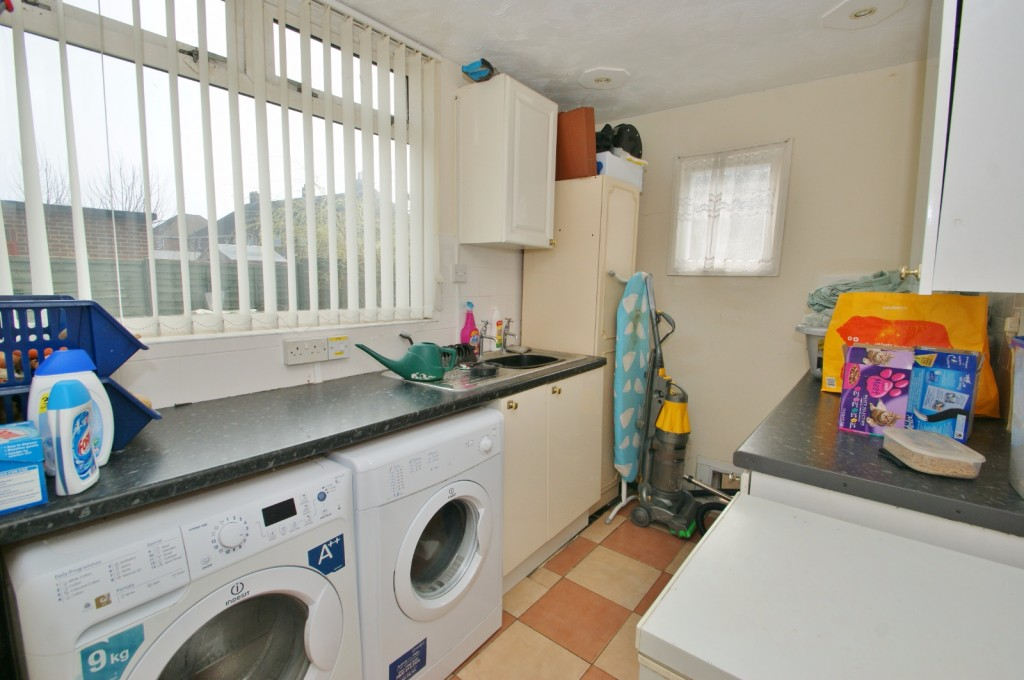 4 bed terraced house for sale in Samian Crescent, Folkestone 7