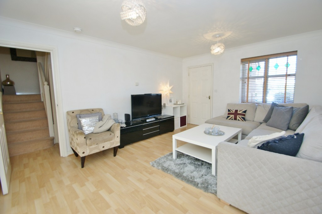 4 bed end of terrace house for sale in Chaffinch Drive, Kingsnorth, Ashford 1