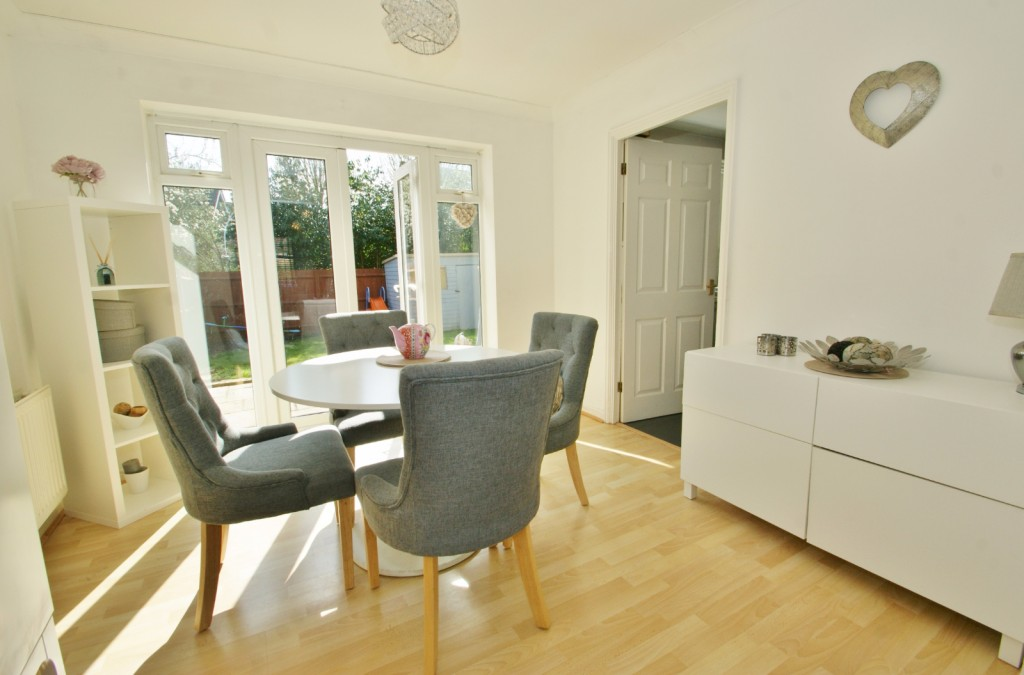 4 bed end of terrace house for sale in Chaffinch Drive, Kingsnorth, Ashford 3